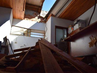 Derrumbe del techo de la Fiscalía de Caazapá deja dos heridos