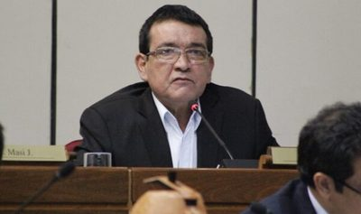 Senador denuncia compra sobrefacturada de medicamentos en IPS