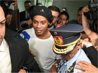 Tribunal declara que proceso de Ronaldinho sigue firme