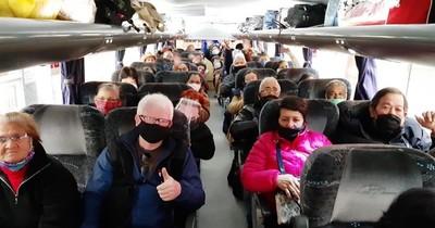 COVID-19: Arriban 60 adultos mayores que quedaron varados en Argentina