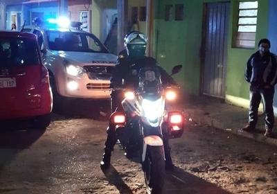 HOY / Ante un positivo en la Chacarita, Policías reparten mascarillas y piden conciencia