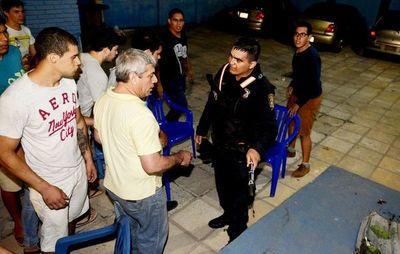 Jueza libera a policía procesado por el ataque al local del Partido Liberal