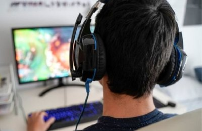 Adolescente sufre ACV por jugar 22 horas al día por un mes