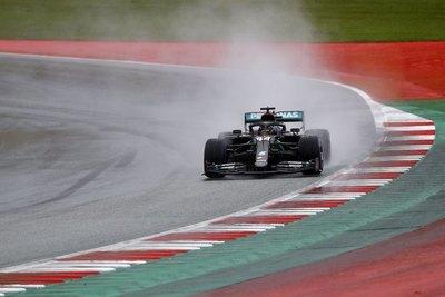Hamilton brilla bajo la lluvia y logra la pole del GP de Estiria
