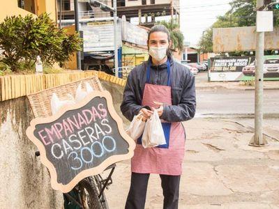 Vende empanadas con bailecito incluido y tiene como meta ser psicólogo