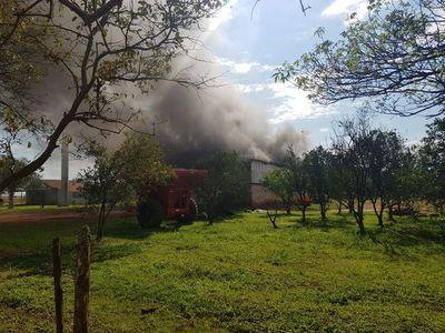 Supuestos sintierra queman galpones y cosechadoras en J. Eulogio Estigarribia