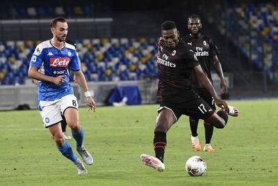 Nápoli y Milan firman un empate que beneficia a Roma