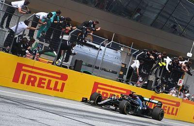 Hamilton brilla, Ferrari se desmorona