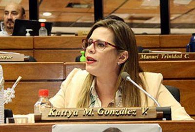 Kattya afirma que viceministro Rolón debe ser destituido