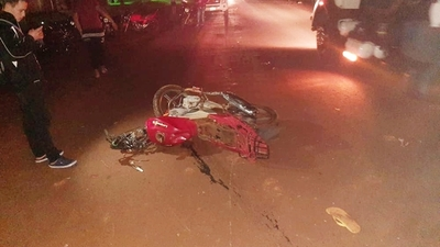 Motociclista muere al estrellarse contra  la parte trasera de un camión sin luces – Diario TNPRESS