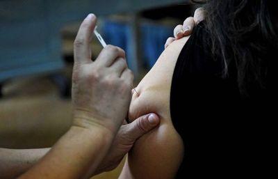 Neumo23: recomiendan priorizar vacunas para las personas de riesgo