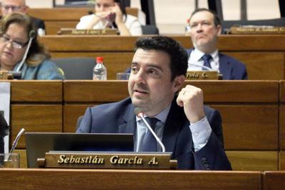 Tercera prueba de Covid-19 practicada al diputado Sebastián García dio negativo