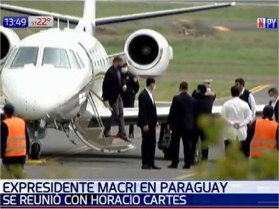 El efusivo saludo de Cartes y Macri, sin respetar protocolos de Salud