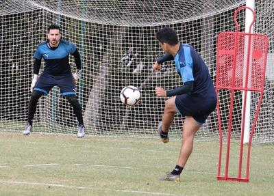 Cuarta semana de trabajo de los futbolistas albirrojos en Ypané