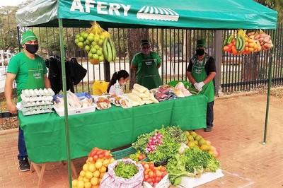 Exitosa iniciativa municipal enseña a la gente a sacar provecho de la tierra y a ganar su propio dinero
