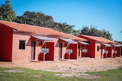 Aliviado suspiro de excluidos sociales tras recibir viviendas dignas en Ayolas