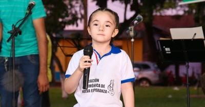 """Escritora de 7 años registró cuentos en Dinapi: """"Pasen más tiempo leyendo"""""""