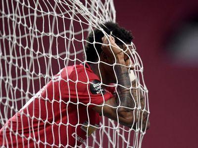 Southampton le quita dos puntos al Manchester United en el tiempo añadido