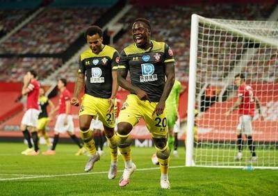 Southampton le quita dos puntos al Manchester United en tiempo añadido
