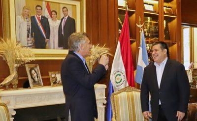 """Cartes dice que habló con Macri sobre """"la actualidad regional"""""""