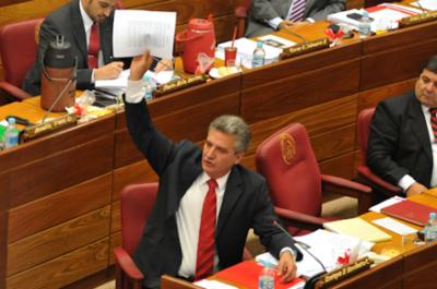 HOY / Bacchetta deja el liderazgo de Añetete en el Senado