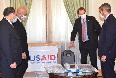 EE.UU entregó 50 respiradores de un lote de 250 para hacer frente a la pandemia