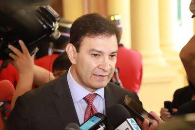 """""""Jugadores de refresco"""" le vendrían bien al equipo de Mario Abdo, dice senador"""