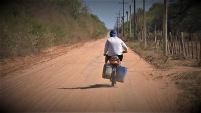 Pobladores reclaman falta de agua en los barrios de Loma Plata