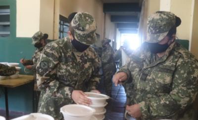 HOY / Militares preparan y distribuyen comida a zonas carenciadas en Villeta