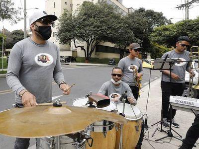 La orquesta en la calle, nueva normalidad de los músicos en Colombia