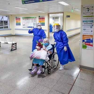 ¡Abuelita superó al coronavirus con 94 años!