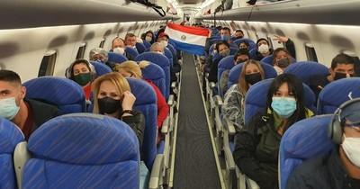Centenar de paraguayos ingresaron hoy al país provenientes de Argentina