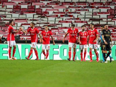 El Benfica gana y hace esperar al Porto para ser campeón
