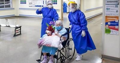 """Abuelita de 94 años venció al COVID-19: """"Pese a la enfermedad, se levantaba a rezar su rosario"""""""