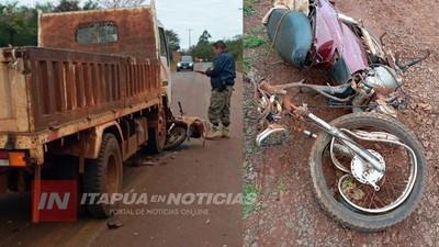 BOMBEROS ASISTEN A MOTOCICLISTA QUE SUFRIÓ ACCIDENTE AL SALIR DE SU CASA.