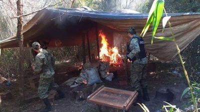 Destruyen una tonelada de marihuana en el distrito de Yhú