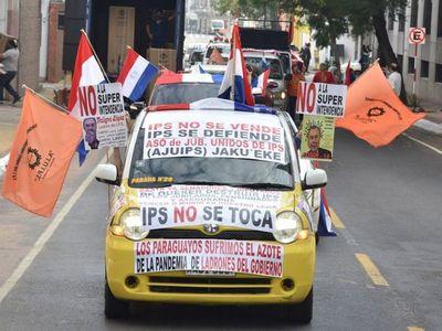 Con una caravana critican proyecto sobre fondo jubilatorio del IPS