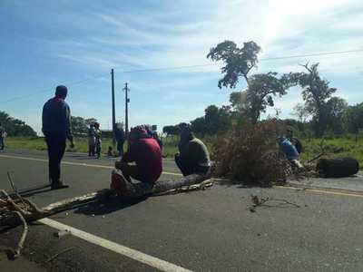 Indígenas de Jasy Cañy cierran la ruta 10 pidiendo respuestas al Estado
