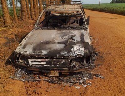 Hallan vehículo incinerado