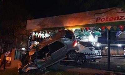 Violento vuelco de vehículo en CDE