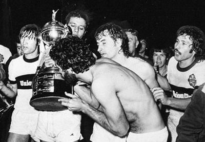 HOY / Olimpia alcanzaba la primera Copa Libertadores en el 79