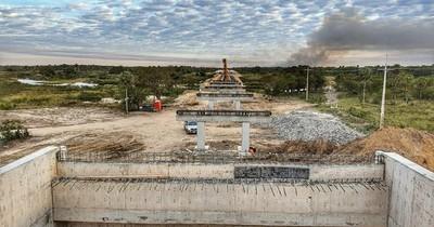 Finalizan montaje de pilares para puente en ruta Alberdi