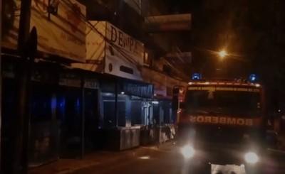 Susto tras incendio en edificio de microcentro este domingo